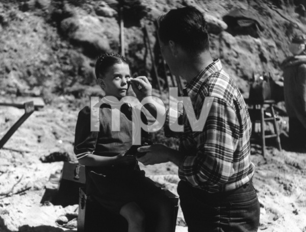 Natalie WoodFilm SetGhost & Mrs. Muir, The (1947)0039420**I.V. - Image 17123_0002
