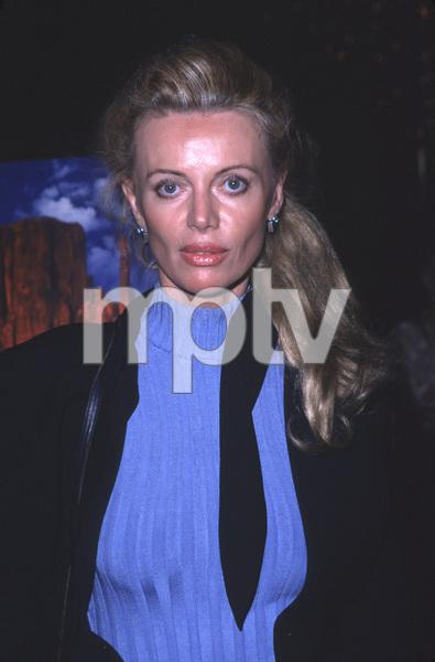 """""""Castle Rock"""" Premiere,Kristina Wayborn.8/11/00. © 2000 Scott Weiner - Image 17151_0005"""