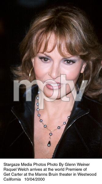 """""""Get Carter"""" Premiere.Raquel Welch.  10/4/00. © 2000 Glenn Weiner - Image 17242_0102"""