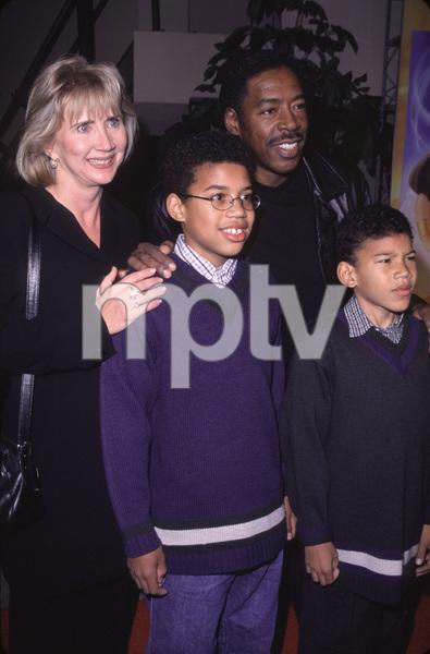 """Ernie Hudson, wife Linda, kids Ross & Andrew""""Joseph: King Of Dreams"""" Premiere, 10/30/00. © 2000 Glenn Weiner - Image 17278_0003"""