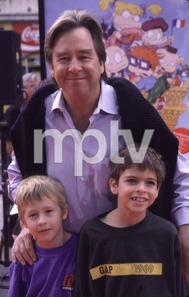 "Beau Bridges and kids Zeke & Jackson""Rugrats In Paris: The Movie"" Premiere, 11/5/00. © 2000 Scott Weiner - Image 17290_0007"
