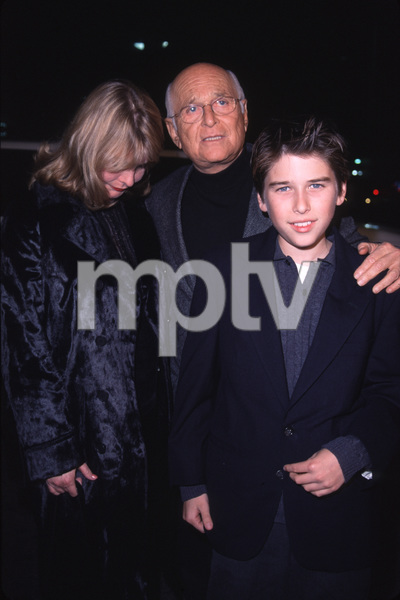 "Norman Lear with family""Sixth (6th) Day, The"" Premiere, 11/13/00. © 2000 Glenn Weiner - Image 17311_0009"