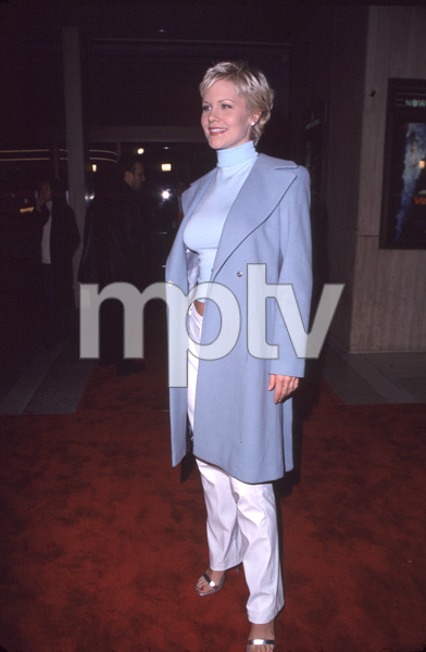 """Josie Davis""""Vertical Limit"""" Premiere, 12/3/00. © 2000 Glenn Weiner - Image 17338_0005"""