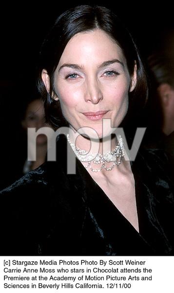 """Carrie Anne Moss""""Chocolat"""" Premiere, 12/11/00. © 2000 Scott Weiner - Image 17358_0109"""