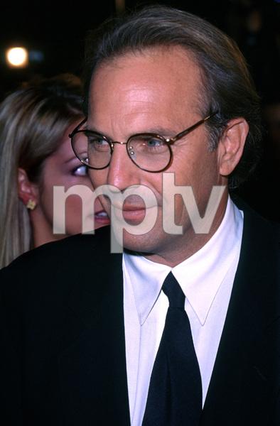 """Kevin Costner""""Thirteenth Days"""" Premiere, 12/19/00. © 2000 Glenn Weiner - Image 17393_0001"""