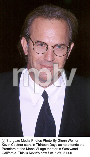 """Kevin Costner""""Thirteen Days"""" Premiere, 12/19/00. © 2000 Glenn Weiner - Image 17393_0103"""