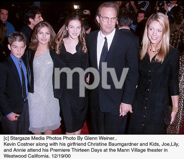 """Kevin Costner, girlfriend Christine Baumgardner, kids Joe, Lilly, and Annie""""Thirteen Days"""" Premiere, 12/19/00. © 2000 Glenn Weiner - Image 17393_0104"""