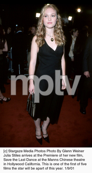 "Julia Stilesat the ""Save the Last Dance"" Premiere, 1/9/01. © 2001 Glenn Weiner - Image 17527_0104"