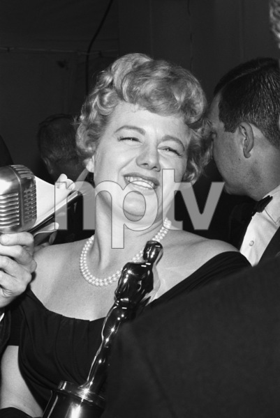 """The 32nd Annual Academy Awards""Shelley Winters1960© 1978 David Sutton - Image 1757_0059"