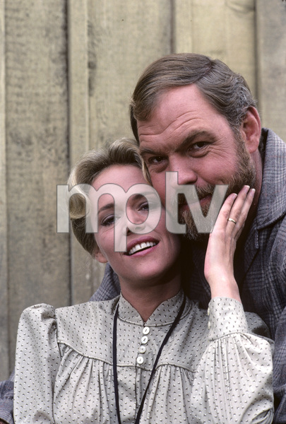 """Father Murphy""Merlin Olsen, Katherine Cannon1982 © 1982 Gene Trindl - Image 18308_0002"