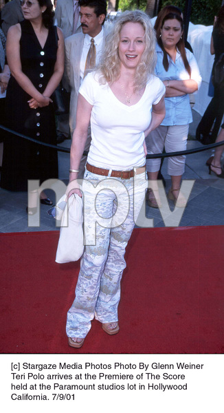 Teri Polo arrives at the Premiere of The Scoreheld at the Paramount studios lot in HollywoodCalifornia. 7/9/01. © 2001 Glenn Weiner - Image 18766_0120