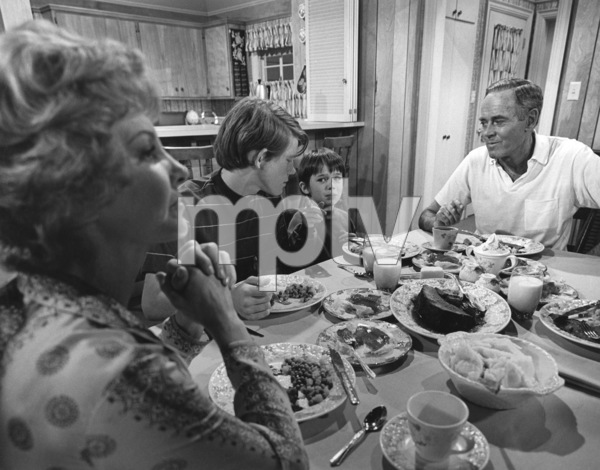 """""""The Smith Family""""Janet Blair, Ron Howard, Michael-James Wixted, Henry Fonda1971Photo by Wynn Hammer - Image 1917_0004"""