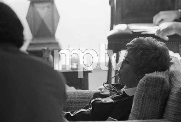 "Carol Burnett at a ""Laugh-In"" rehearsal1969 © 1978 Gunther - Image 1941_0093"