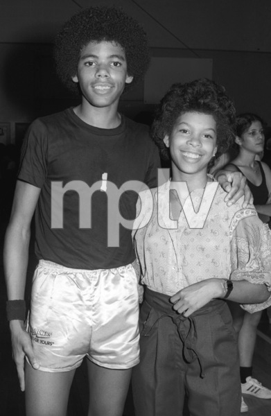 Foster Sylvers and Dawn Haynes of The Sylvers at celebrity basketball game 1978 © 1978 Bobby Holland - Image 19575_0005