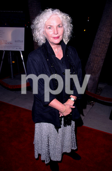 Fionnula Flanagan arrives at the premiere for the new film, In the Bedroom held at the Academy of Motion Pictures Arts Sciences in Beverly Hills California. 11/15/01. © 2001 Glenn Weiner - Image 19680_0101