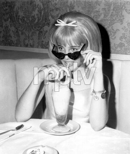 "Sue Lyon at the Premiere nightof ""Lolita."" 1962 MGM / **I.V. - Image 19687_0001"