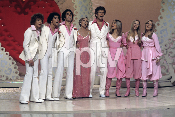 """The Brady Bunch Hour""Mike Lookinland, Christopher Knight, Barry Williams, Florence Henderson, Robert Reed, Maureen McCormick, Geri Reischl, Susan Olsen1977** H.L. - Image 19759_0001"