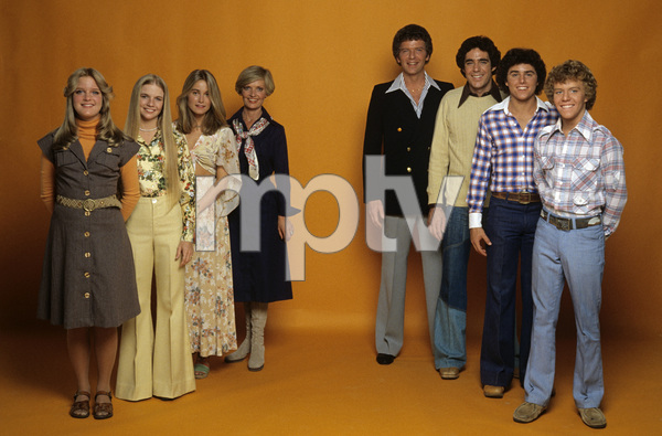 """The Brady Bunch Hour""Susan Olsen, Geri Reischl, Maureen McCormick, Florence Henderson, Robert Reed, Barry Williams, Christopher Knight, Mike Lookinland1977** H.L. - Image 19759_0010"