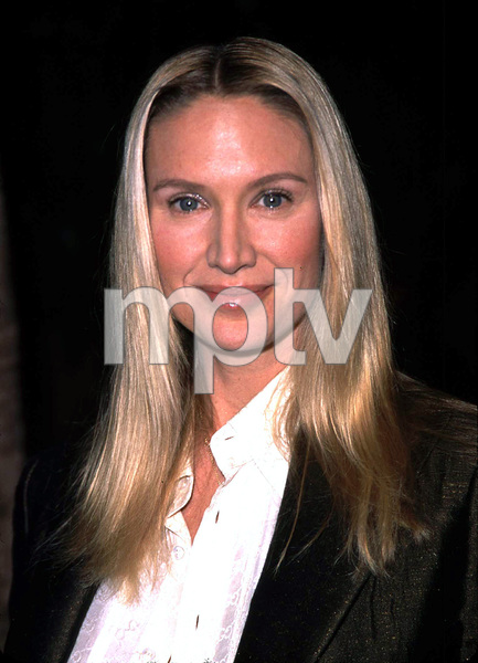 Kelly Lynch at the Lord of the Rings:The Fellowship of the Ring premiere. Egyptian theater Hollywood California 12/16/01. © 2001 Glenn Weiner - Image 19760_0113