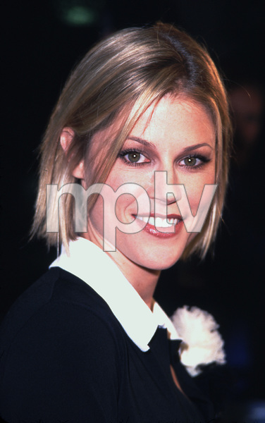 Julie Bowen at the premiere of her new film, Joe Somebody. Held at the Mann Village theater in westwood California 12/19/01. © 2001 Glenn Weiner - Image 19766_0104