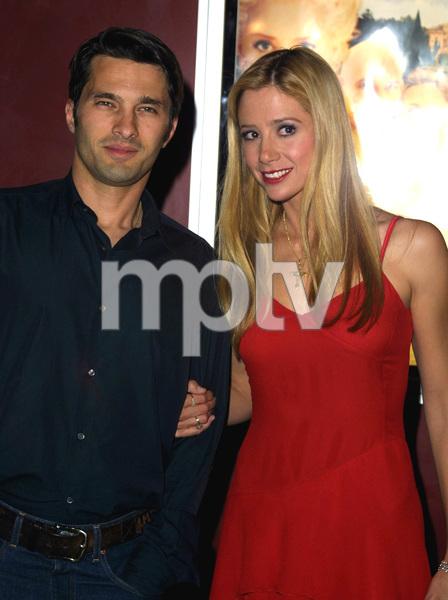 """""""Triumph of Love"""" Premiere 4/11/02Mira Sorvino and boyfriend Olivier © 2002 Glenn Weiner / MPTV - Image 20106_0106"""