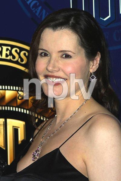 """""""Cinematographers Awards: 16th Annual""""2/17/02Geena Davis © 2002 Scott Weiner - Image 20128_0103"""