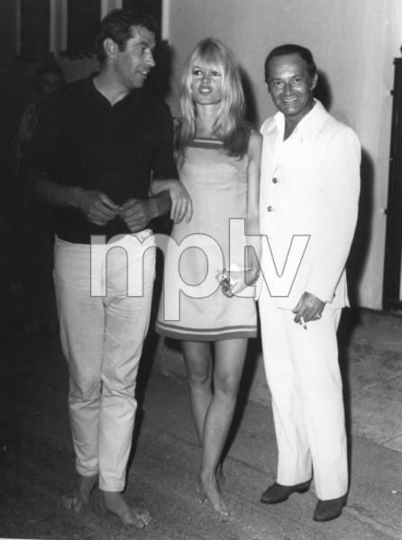 Brigitte Bardot with Roger Vadim andFrancois Patrice during a vacation on the Riviera, 7/11/66MPTV - Image 2043_0045