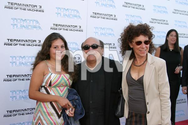 """Terminator 3: Rise of the Machines"" Premiere 6/30/03Danny DeVito, Rhea Perlman, and daughter © 2003 Sam Kweskin - Image 21316_0026"