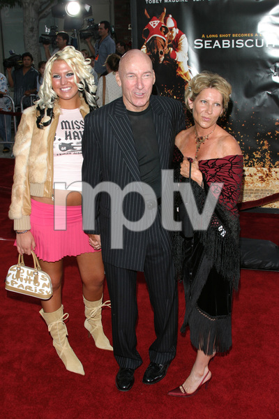 """""""Seabiscuit"""" Premiere 7-22-03Ed Lauter and family - Image 21344_0097"""