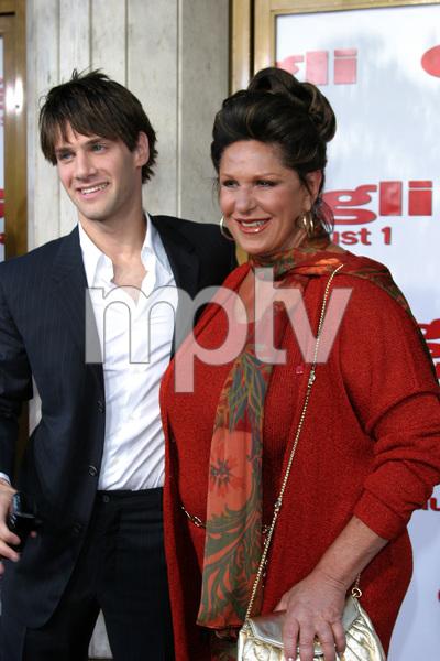"""Gigli"" Premiere 7-27-03Justin Bartha and Lainie KazanPhoto By Sam Kweskin - Image 21352_0039"
