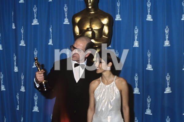 """The 66th Annual Academy Awards""Tommy Lee Jones, Marisa Tomei1994** I.V. - Image 21399_0012"