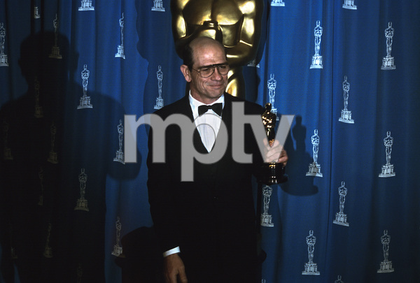 """The 66th Annual Academy Awards""Tommy Lee Jones1994** I.V. - Image 21399_0013"