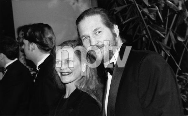 """The 49th Annual Golden Globe Awards""Jeff and Susan Bridges1992** I.V. - Image 21469_0001"