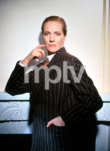 """""""Victor / Victoria""""Julie Andrews1981 MGM/UA**I.V. - Image 21497_0002"""