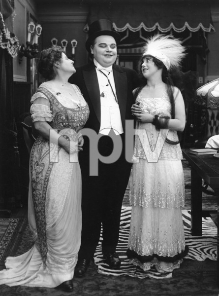"""""""That Little Band of Gold""""Roscoe """"Fatty"""" Arbuckle & Mabel Normand1915**I.V. - Image 21552_0001"""