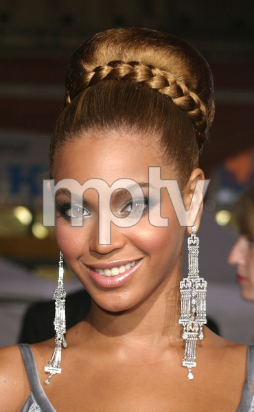 """""""The Fighting Temptations"""" Premiere 09/17/03Beyonce KnowlesMPTV - Image 21590_0012"""