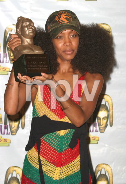 """9th Annual Soul Train Lady of Soul Awards""08/23/03Erikah Badu MPTV - Image 21590_0156"