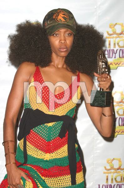 """9th Annual Soul Train Lady of Soul Awards""08/23/03Erikah Badu MPTV - Image 21590_0157"
