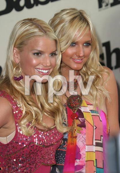 """""""1st Annual MTV Bash"""" 6-28-03Jessica & Ashlee Simpson MPTV - Image 21590_0183"""