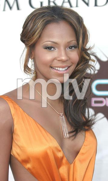 """VH1 Divas Duets"" 5-22-03AshantiMPTV - Image 21590_0200"