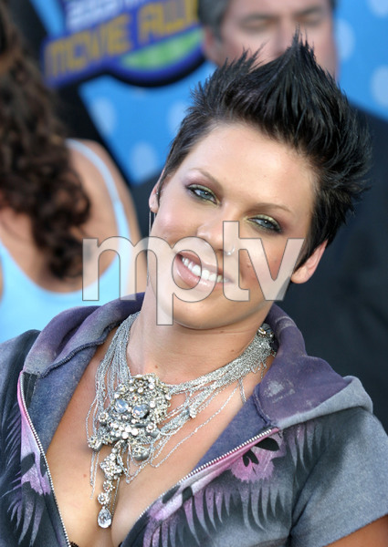 """MTV Movie Awards"" 5-31-03PinkMPTV - Image 21590_0227"