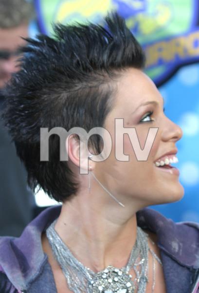 """MTV Movie Awards"" 5-31-03PinkMPTV - Image 21590_0229"