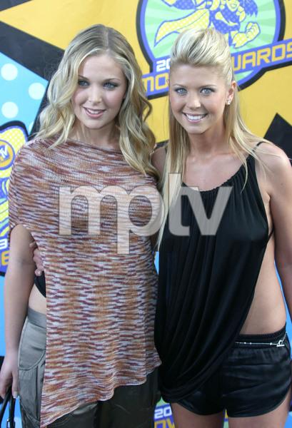 """MTV Movie Awards"" 5-31-03Tara Reid and her sisterMPTV - Image 21590_0248"