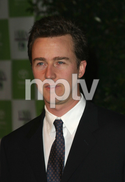 """13th Annual Environmental Media Awards"" 11/05/03Edward Norton MPTV - Image 21590_0335"