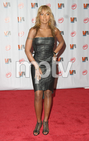 """1st Annual Vibe Awards"" 11/20/03Mary J. BligeMPTV - Image 21590_0363"