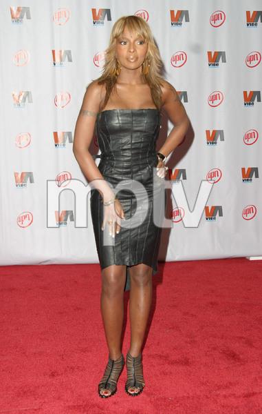 """1st Annual Vibe Awards"" 11/20/03Mary J. BligeMPTV - Image 21590_0363"