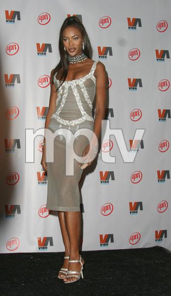"""1st Annual Vibe Awards"" 11/20/03Noami CampbellMPTV - Image 21590_0373"