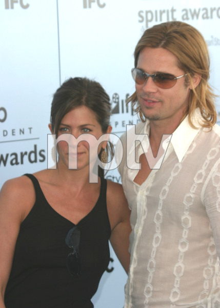 """2003 IFP Independent Spirit Awards"" 3/22/03 Jennifer Aniston & Brad Pitt MPTV - Image 21590_0386"
