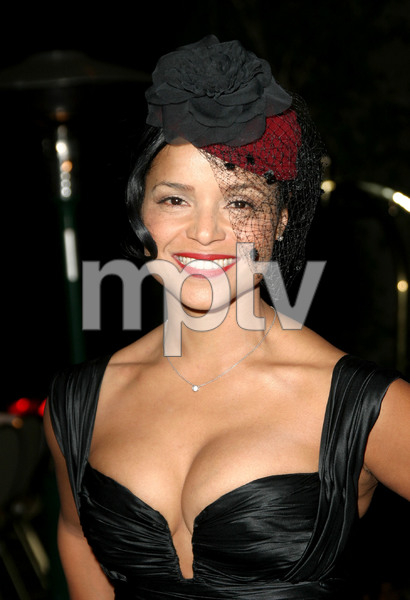 """11th Annual Diversity Awards"" 11/23/02Victoria RowellMPTV - Image 21590_0414"