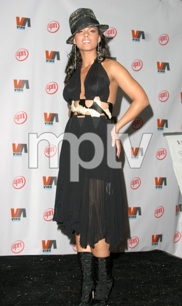 """1st Annual Vibe Awards"" 11/20/03Alicia KeysMPTV - Image 21590_0419"